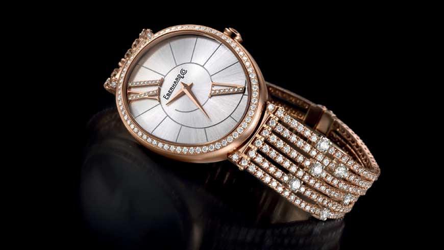 testimonial-–-laura-pausini-–-eberhard-co-al-polso-cascata-diamanti