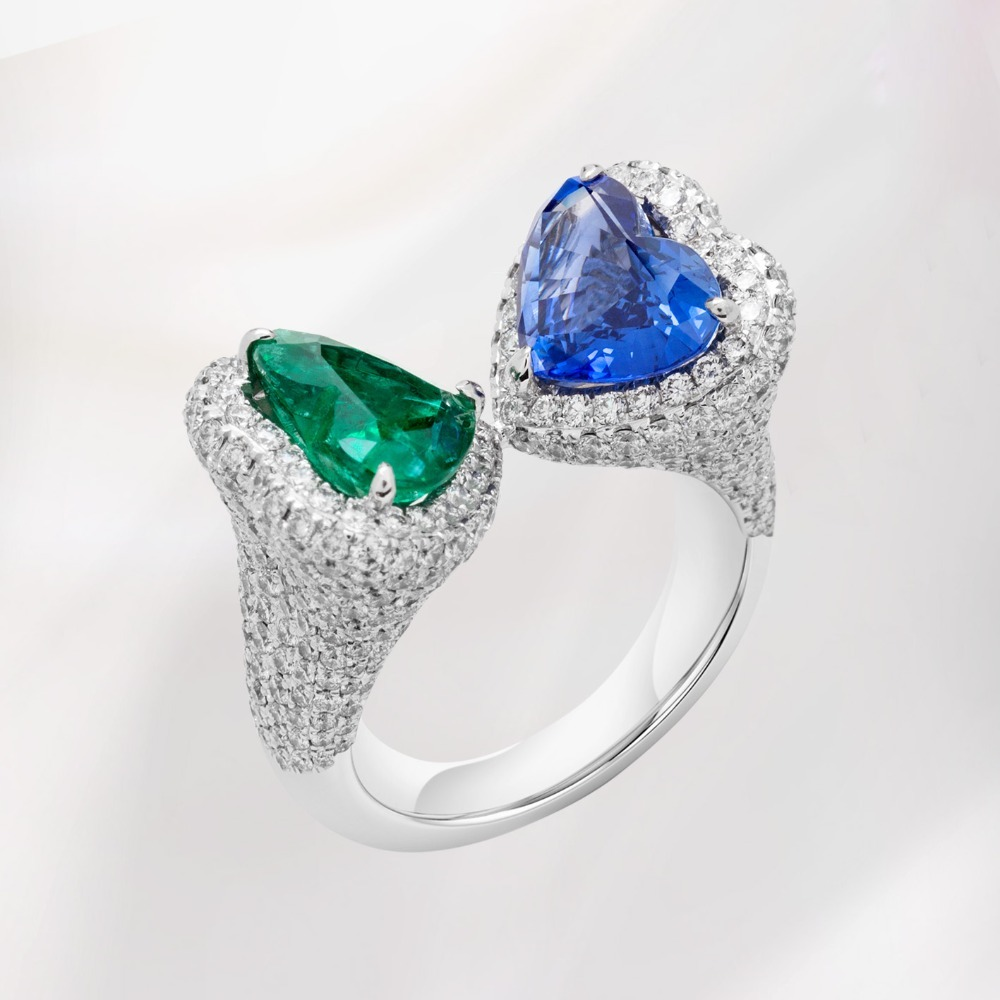 Blue Sapphire and Esmerald and Diamond Ring