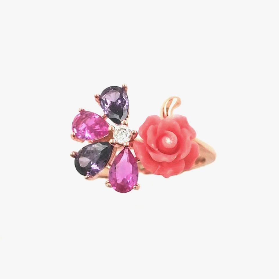 Anello con rosa e pietre colorate